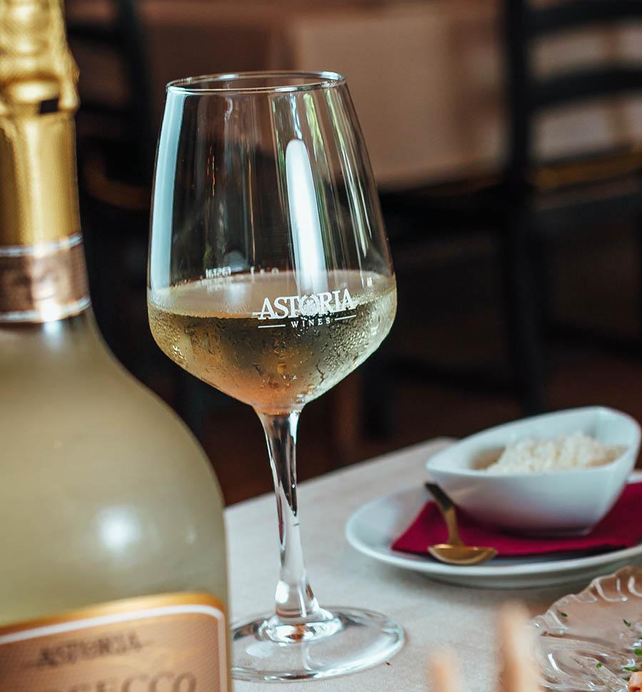 vinos-blancos-italianos-astoria